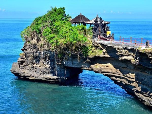 """İndoneziyada məhdudiyyətlər yumşaldıldıqdan sonra <span class=""""color_red""""> Bali adasına axın artıb</span>"""