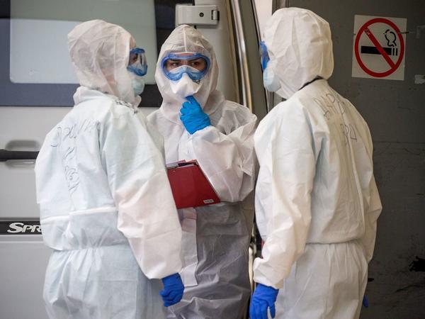 Rusiyada koronavirusa yoluxanların sayı 882 min nəfəri keçib