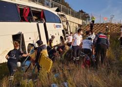 """İstanbulda avtobus qəzaya uğradı: <span class=""""color_red"""">5 ölü, 26 yaralı - VİDEO</span>"""