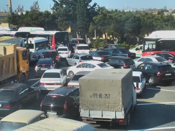 "Bakıda qəza: <span class=""color_red"">avtobuslar gecikir - FOTO</span>"