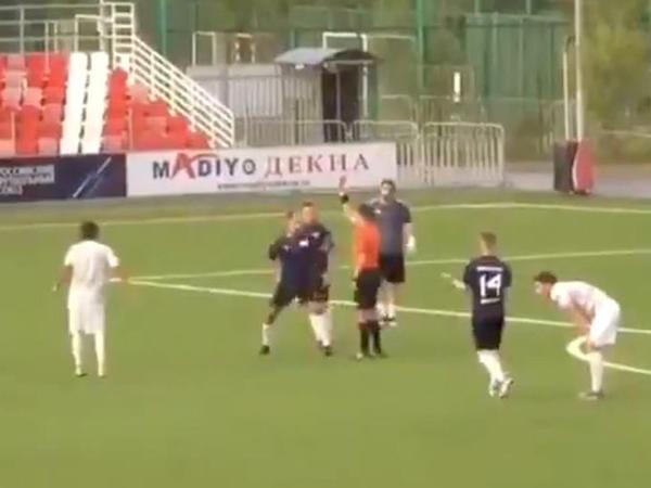 Rusiya millisinin keçmiş futbolçusu meydanda hakimi döyüb - VİDEO
