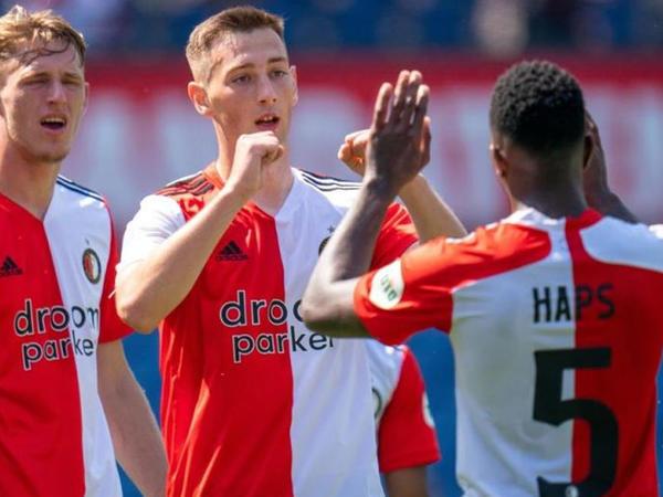 """Feyenoord""un 2 futbolçusu koronavirusa yoluxdu"