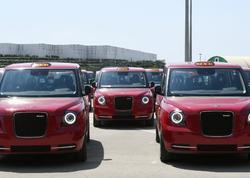"""Bakıya gətirilən yeni &quot;London taksi&quot;ləri yanacaq əvəzinə elektriklə işləyir - <span class=""""color_red"""">FOTO</span>"""