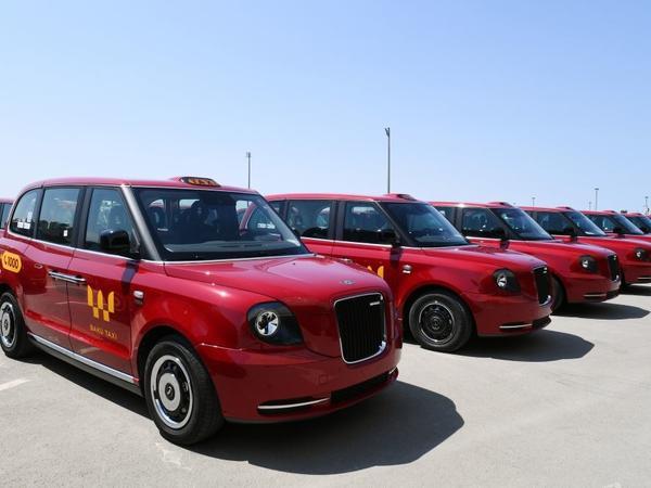 """Ölkəyə gətirilən yeni taksilərdən 10-u artıq istifadəyə verilib - <span class=""""color_red"""">FOTO</span>"""