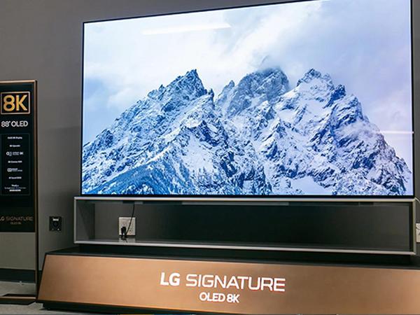 """88 düymlük """"LG Signature"""" televizoru """"8К"""" formatlı """"OLED"""" ekranla təchiz olunub"""