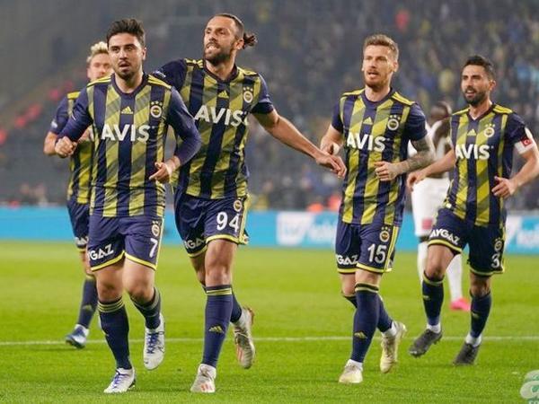 """""""Fənərbağça""""nın futbolçusu koronavirusa yoluxub"""
