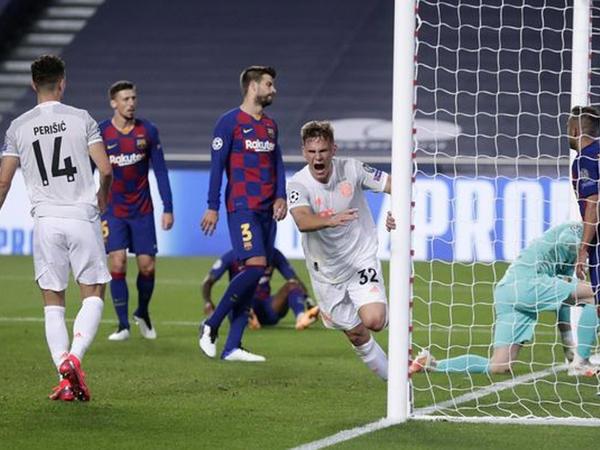 """Azarkeşlər """"Barselona"""" futbolçularını fitə basdı"""