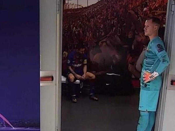 """&quot;Barselona&quot;nın paltardəyişmə otağından şəkil yayıldı - <span class=""""color_red"""">Messi məyus halda</span>"""