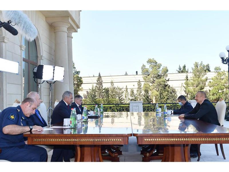 Prezident İlham Əliyev Rusiyanın Müdafiə nazirinin başçılıq etdiyi nümayəndə heyətini qəbul edib - FOTO