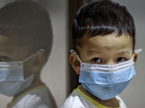 Uşaqları koronavirusa böyüklər yoluxdurur - Yeni elmi araşdırma