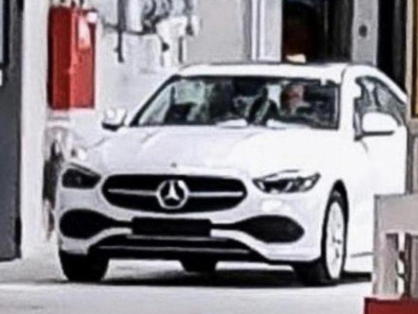 Yeni nəsil Mercedes-Benz C-Class modelini kamuflyajsız yaxalayıblar - FOTO