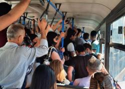 """&quot;Avtobus sayları artırılmalıdır, sıxlıq yaşanmamalıdır&quot; - <span class=""""color_red"""">Pandemiya Xəstəxanasının həkimi</span>"""