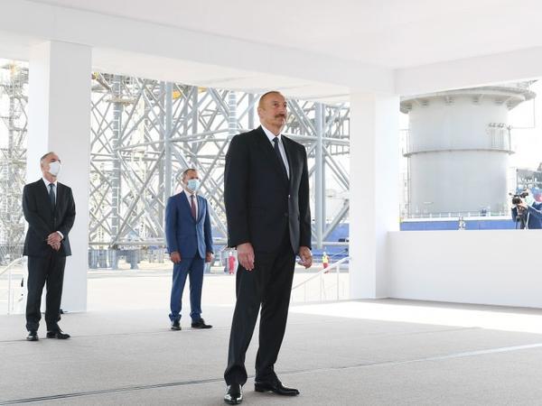 """Prezident İlham Əliyev: """"Bu gün ölkə iqtisadiyyatının əsas hissəsi neft-qaz sektoru ilə bağlıdır və uzun illər belə olacaq"""""""