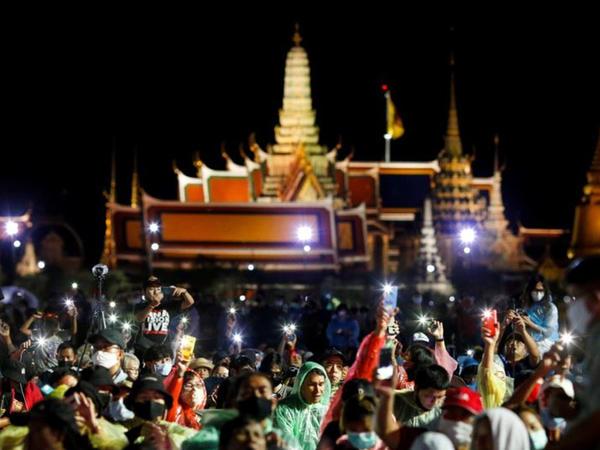 Tailandlı etirazçılar demokratik islahatlar tələb edirlər