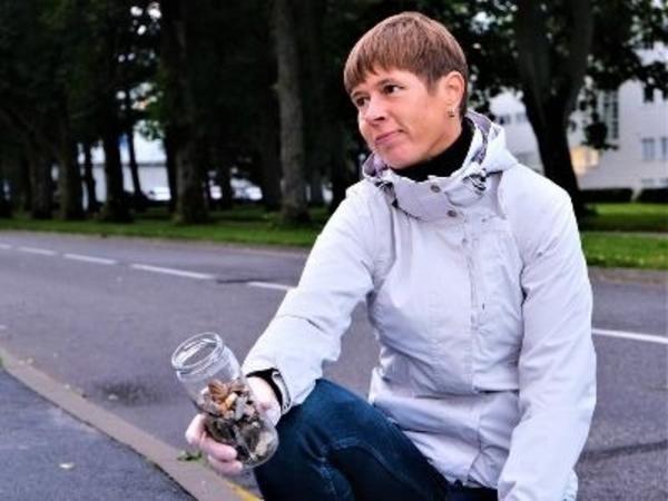 Estoniya prezidenti küçələrdə siqaret kötükləri topladı