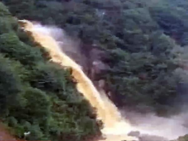 Türkiyədə güclü yağış bir sıra problemlər yaradıb