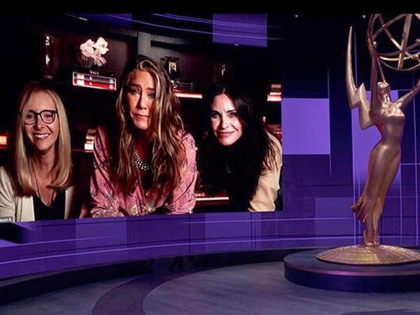 """""""Emmy"""" mükafatları yeni formatda təqdim olundu - FOTO"""