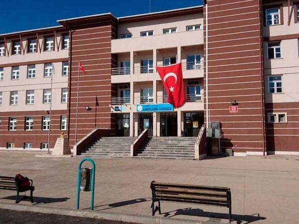 Türkiyədə birinci siniflər üçün əyani dərslər başlayıb
