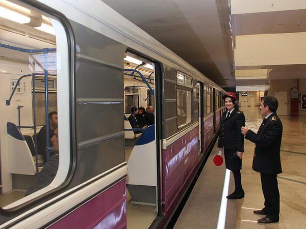Metroda problem yaranıb - FOTO