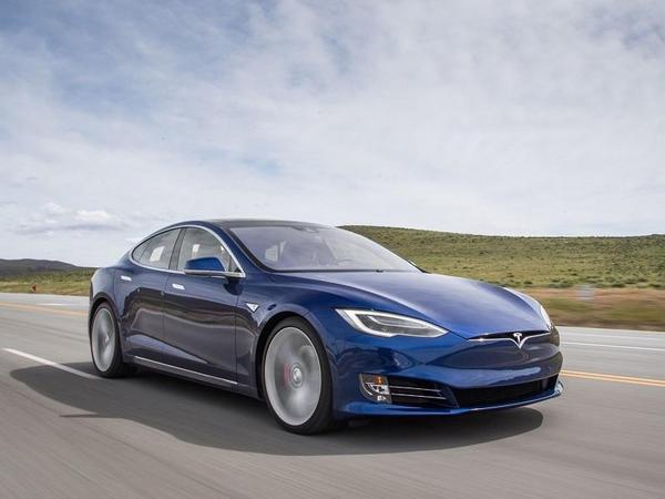 Tesla avtopilotu saatda 140 km sürətlə polisdən qaçmaq istəyib