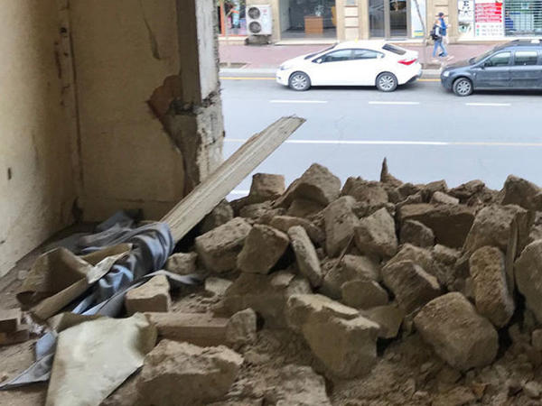 """""""Torqovı""""da tavanı çökən bina təmir edilir - RƏSMİ"""