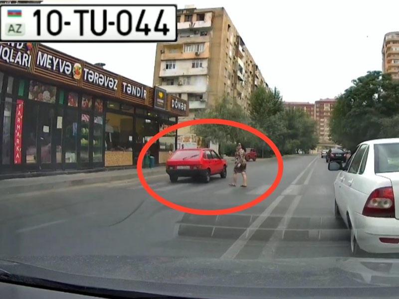 Əks yola çıxan sürücü az qala qadını vuracaqdı - VİDEO