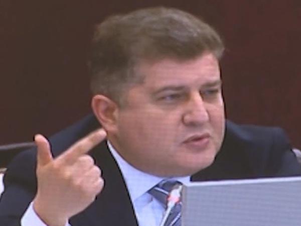 """Deputat da """"pikap""""ların yığılmasından danışdı: """"Bunu belə etməzlər"""""""