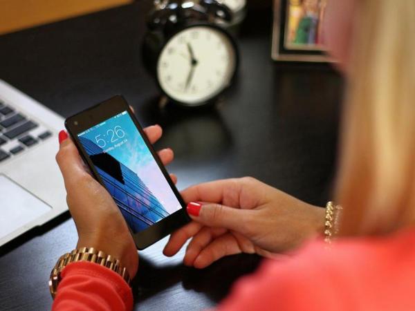 """""""Samsung"""": """"Smartfonlar evdən işləyərkən istifadəçilərin çoxməqsədliliyini artırıb"""""""