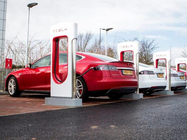 Tesla yaxın zamanda özünün istehsalı olan yeni növ batareyalara keçid edəcək