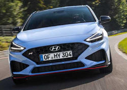 Hyundai yenilənmiş i30 N hetçbekini təqdim edib - FOTO