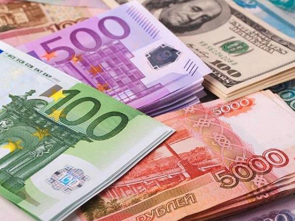 Rusiya rublu 54 aylıq minimuma enib