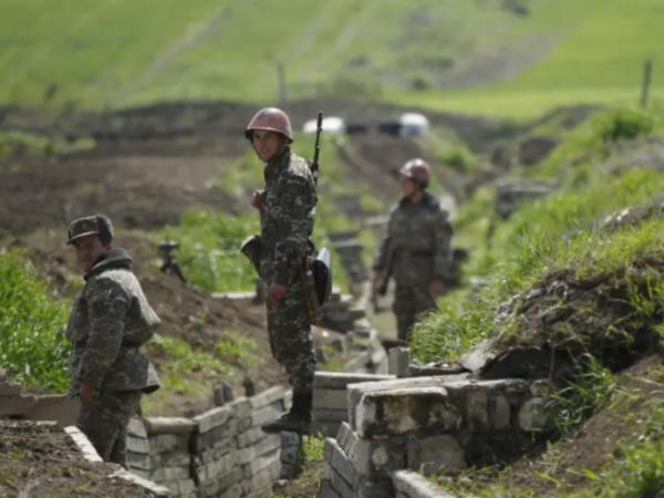 """&quot;Ermənistanda orduya yardım edən mağazalar qiymətləri qaldırır ki, pulu geri qaytarsınlar&quot; - <span class=""""color_red"""">Şərh</span>"""