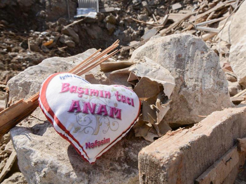 Erməni terrorunun hədəfi Gəncə şəhəri: raket düşən ərazi bir gün sonra - FOTOSESSİYA