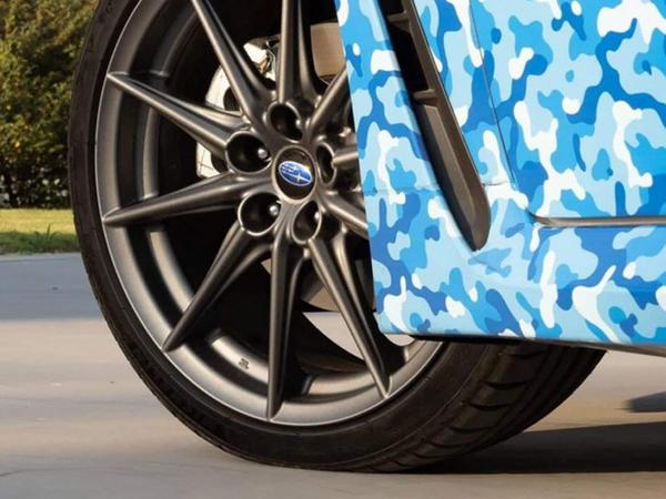 Subaru yeni BRZ kupesinin ilk tizerini dərc edib