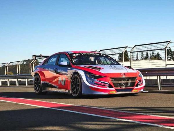 Hyundai yeni Elantra modelini yarışlar üçün hazırlayıb - FOTO