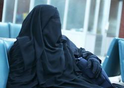"""Bakı polisi qara niqabda """"kişi"""" əli olan insanın kimliyini müəyyənləşdirdi - FOTO"""