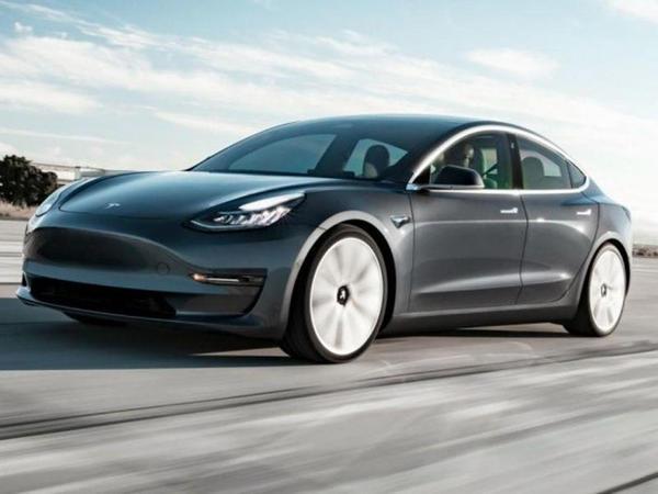 Tesla Model 3-ün 2021 versiyasında yenilik edilib