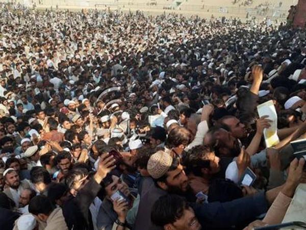 Əfqanıstanda Pakistan konsulluğu qarşısında basabasda 12 nəfər öldü - FOTO