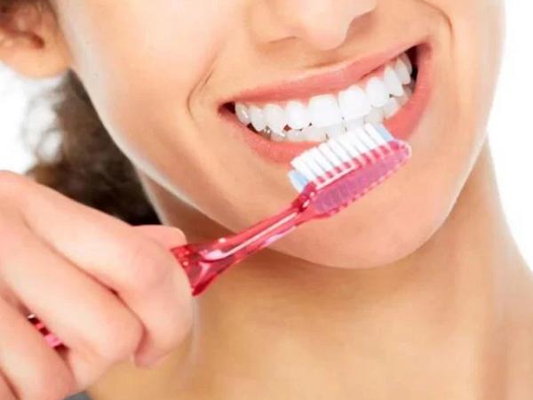 """Evdən çıxmazdan öncə dişlərinizi fırçalayın - <span class=""""color_red"""">COVID-19-a qarşı daha təsirlidir</span>"""