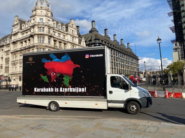 """Üzərində &quot;Karabakh is Azerbaijan&quot; yazılan promo avtomobillər London küçələrində - <span class=""""color_red"""">VİDEO - FOTO</span>"""