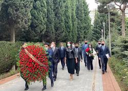Türkiyə Ombudsmanı Fəxri xiyaban və Şəhidlər xiyabanını ziyarət edib - FOTO