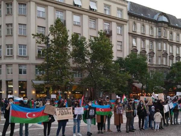 Budapeştdə Gəncə terroruna etiraz aksiyası keçirilib - FOTO