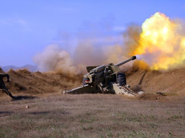 Artilleriyaçılarımız düşmənin atəş nöqtələrinə dəqiq zərbələr endirməyə davam edir - VİDEO