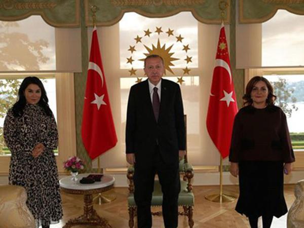Ərdoğan Sevil Nuriyeva və Aygün Attarla görüşdü