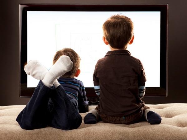 Uşaqlar televizora necə və hansı şərtlərlə baxmalıdır?