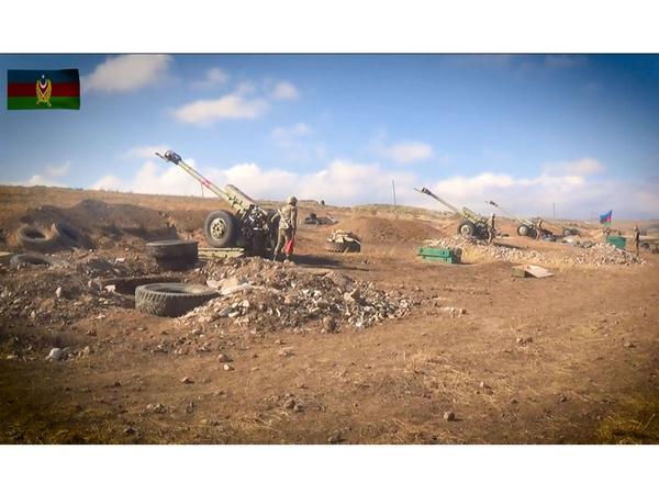 Artilleriya bölmələrimiz düşmənə sarsıdıcı zərbələr endirməyə davam edir - VİDEO