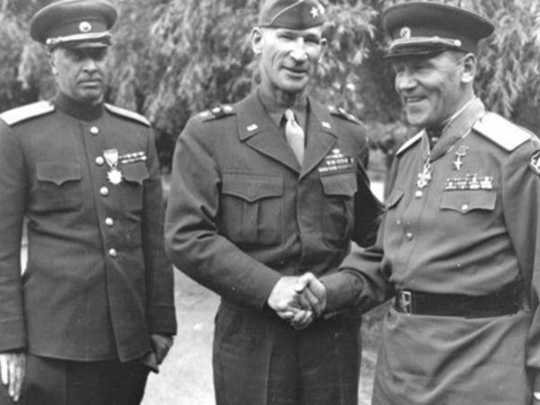 """""""Qozbeli qəbir düzəldər"""" - Stalin sevimli generalını belə """"məzəmmət"""" edib - FOTO"""