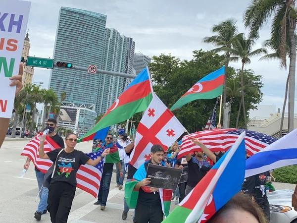 Floridada Gəncədəki terror aktlarına etiraz aksiyası keçirilib - FOTO
