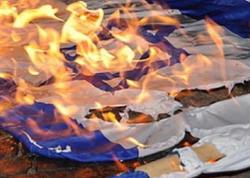 Ermənilər İsrailin bayraqlarını yandırırlar - VİDEO