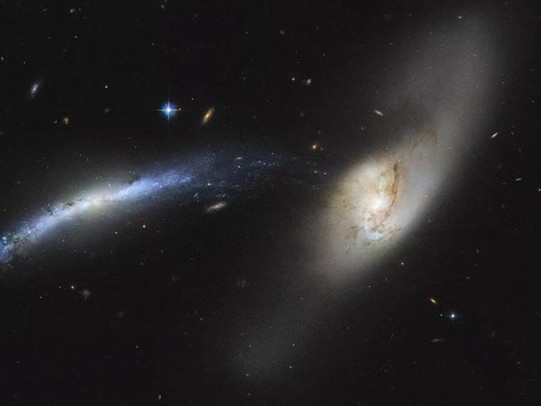 Astronomlar Hubble teleskopu vasitəsilə qalaktik 'kannibalizm'-i müşahidə ediblər